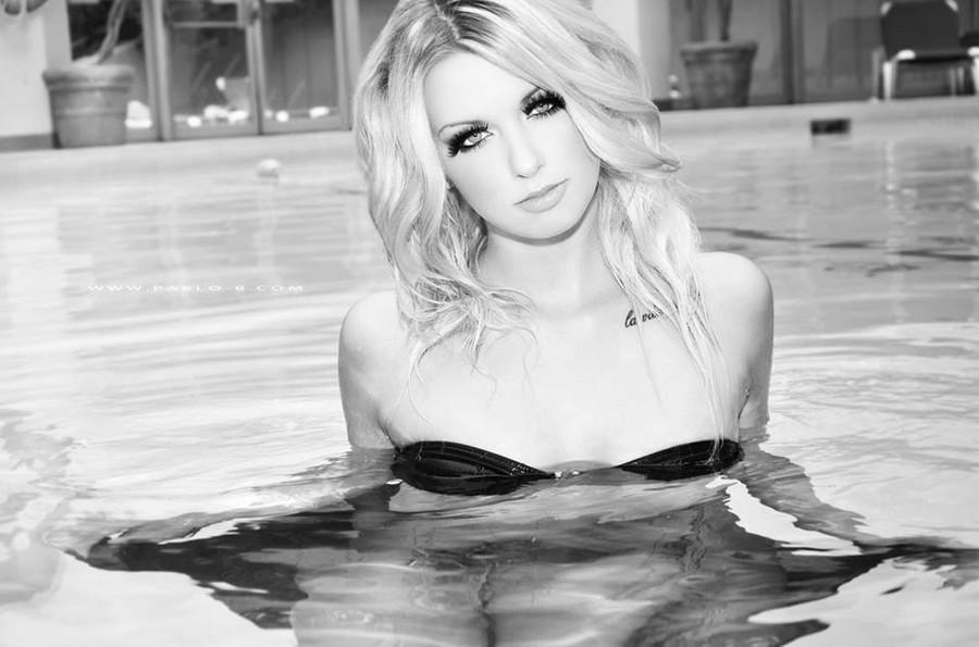 Mandi Johnston model. Photoshoot of model Mandi Johnston demonstrating Face Modeling.Face Modeling Photo #84546