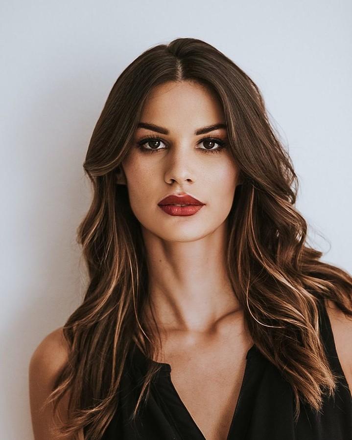 Maria Elena Monego model (modella). Photoshoot of model Maria Elena Monego demonstrating Face Modeling.Face Modeling Photo #231424