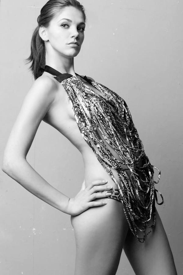 Maria Iuliana Somu model (μοντέλο). Photoshoot of model Maria Iuliana Somu demonstrating Fashion Modeling.Fashion Modeling Photo #112129