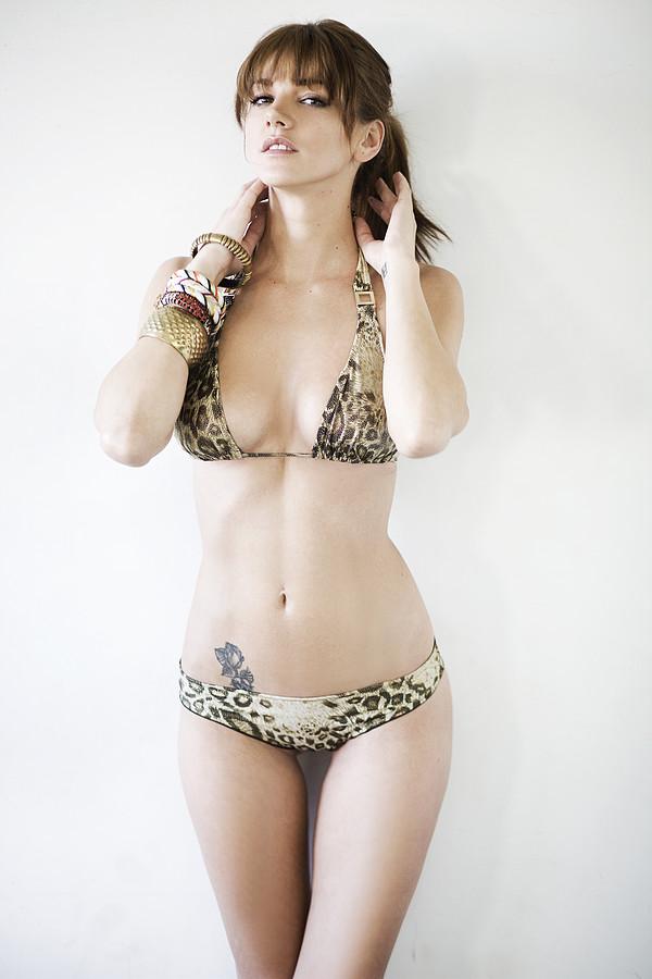 Maria Iuliana Somu Μοντέλο