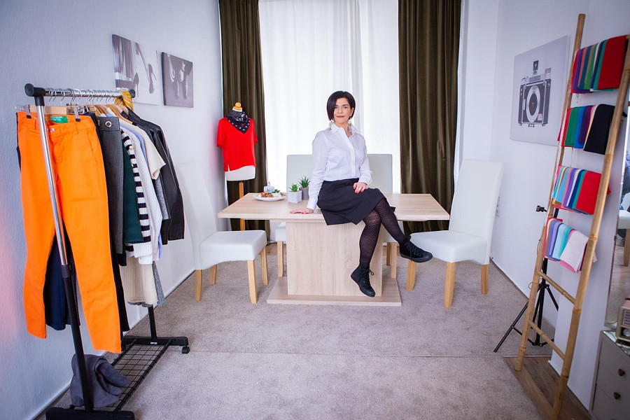Maria Tsiouni fashion stylist (Μαρία Τσιούνη στυλίστας). styling by fashion stylist Maria Tsiouni. Photo #230115