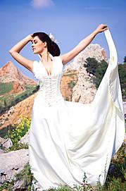 Η Μαριάννα είναι μια νεαρή φωτογράφος στην Αθήνα με διαθέσιμη ομάδα για μακιγιάζ, μαλλιά και στύλινγκ. Στις υπηρεσίες της συμπεριλαμβάνονται