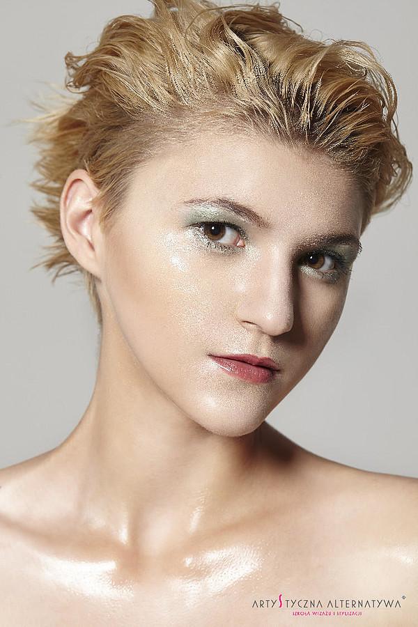 Marina Bondarevska model (μοντέλο). Photoshoot of model Marina Bondarevska demonstrating Face Modeling.Face Modeling Photo #165970
