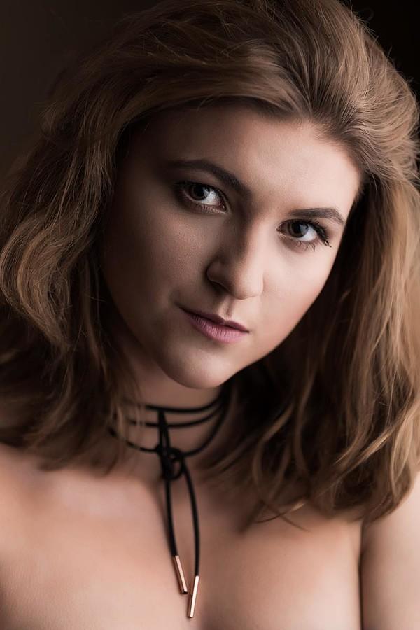 Marina Bondarevska model (μοντέλο). Photoshoot of model Marina Bondarevska demonstrating Face Modeling.Face Modeling Photo #189867