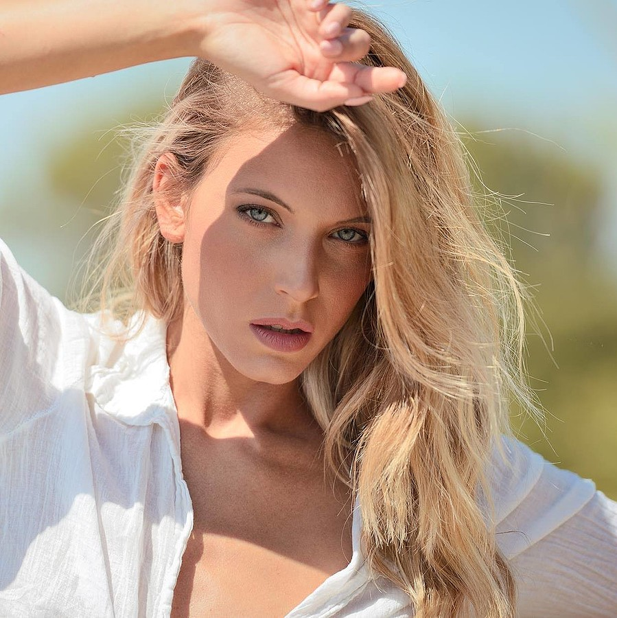 Marisa Maffeo model (modella). Photoshoot of model Marisa Maffeo demonstrating Face Modeling.Face Modeling Photo #172869