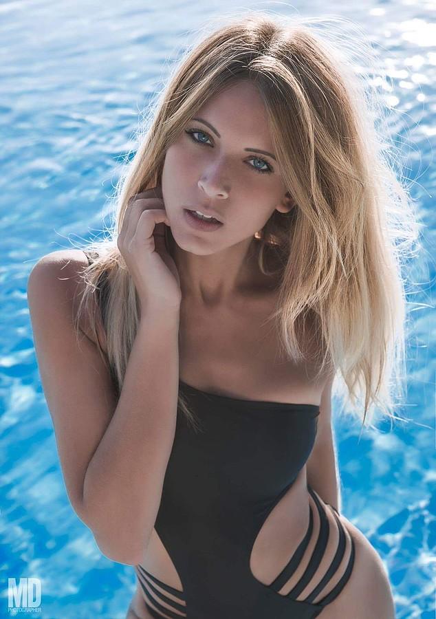 Marisa Maffeo model (modella). Photoshoot of model Marisa Maffeo demonstrating Face Modeling.Face Modeling Photo #172880