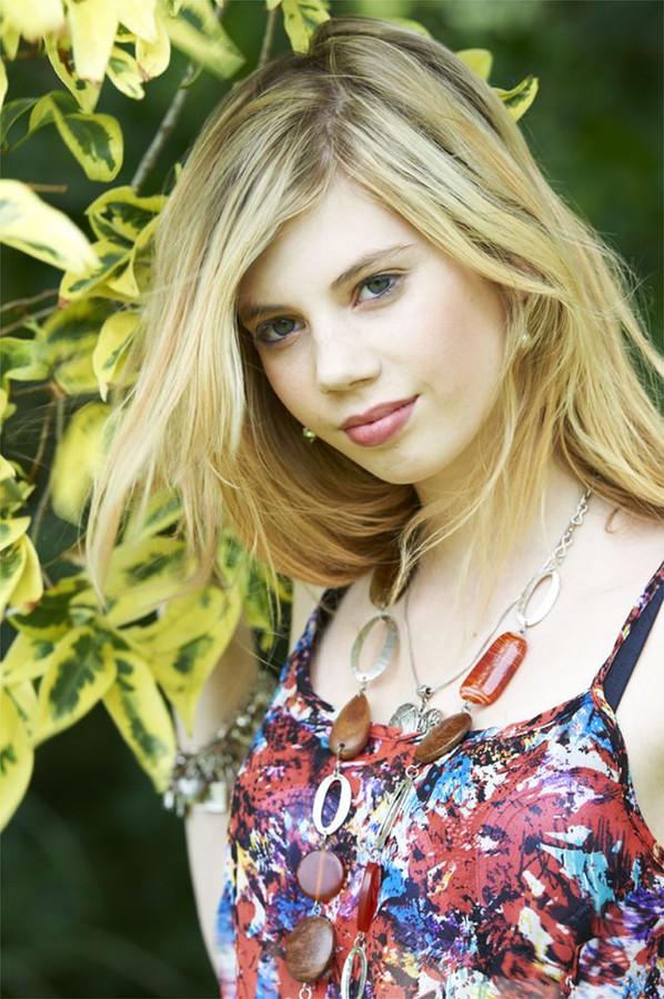 Marisol Calvert model. Photoshoot of model Marisol Calvert demonstrating Face Modeling.Face Modeling Photo #146274