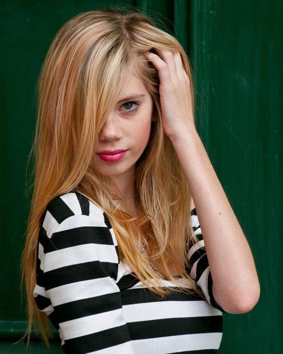 Marisol Calvert model. Photoshoot of model Marisol Calvert demonstrating Face Modeling.Face Modeling Photo #78459