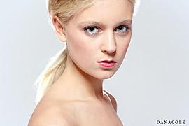 Marte Wang model (modell). Photoshoot of model Marte Wang demonstrating Face Modeling.Face Modeling Photo #82422