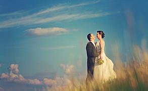 Robím fotografie šťastne zamilovaných ľudí a prostredníctvom nich prerozprávam príbeh ich svadobného dňa. Fotografovanie pre mňa nie je poze