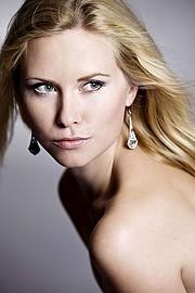 Martina Novotna model (modelka). Photoshoot of model Martina Novotna demonstrating Face Modeling.Face Modeling Photo #205767
