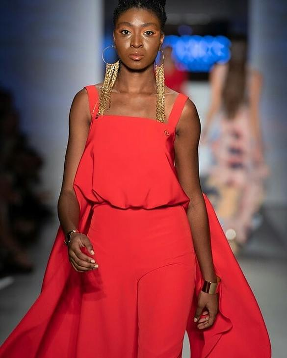 Mary Olagbegi model (μοντέλο). Photoshoot of model Mary Olagbegi demonstrating Runway Modeling.Runway Modeling Photo #218269
