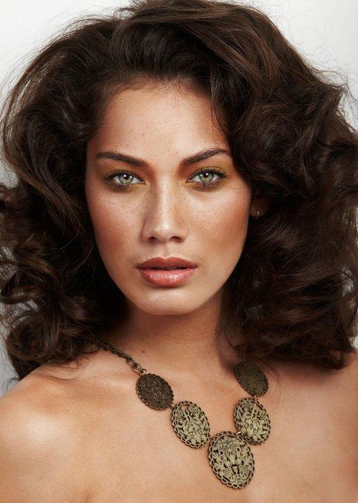 Maza White Makeup Artist