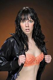 Melissa Edwards model. Photoshoot of model Melissa Edwards demonstrating Face Modeling.Face Modeling Photo #91652