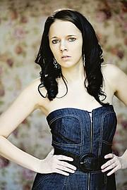 Melissa Edwards model. Photoshoot of model Melissa Edwards demonstrating Face Modeling.Face Modeling Photo #91658