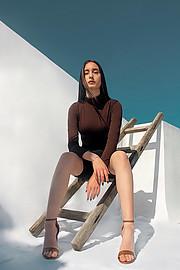 Η Μελιτίνη Βήττα είναι ένα ανερχόμενο μοντέλο με βάση την Αθήνα. Η εμπειρία της περιλαμβάνει μόνο ερασιτεχνικές φωτογραφίσεις. Η Μελιτίνη εί