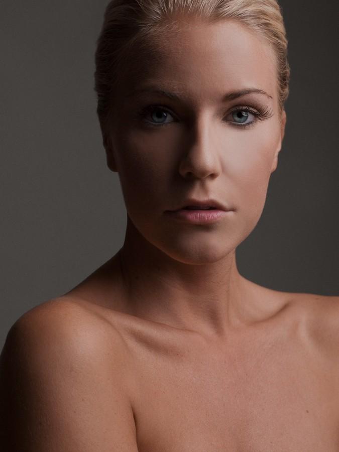 Mersina Blackman model. Photoshoot of model Mersina Blackman demonstrating Face Modeling.Face Modeling Photo #102398
