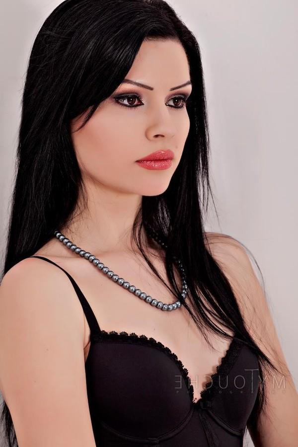 Mihaela Manole model. Photoshoot of model Mihaela Manole demonstrating Face Modeling.Face Modeling Photo #94802