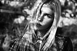 Mina Tzana model (μοντέλο). Photoshoot of model Mina Tzana demonstrating Face Modeling.Face Modeling Photo #161746