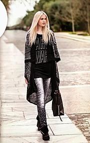 Η Μίνα Τζάνα είναι μοντέλο με βάση την Αθηνα. Είναι απόφοιτος της Γαλλικής Φιλολογίας. Η εμπειρία της περιλαμβάνει μόντελινγκ για καμπάνιες