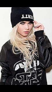 Molly Morris model. Photoshoot of model Molly Morris demonstrating Face Modeling.Face Modeling Photo #96667