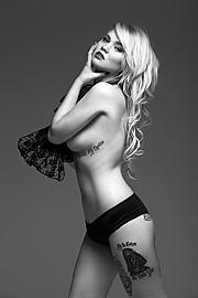 Molly Morris model. Photoshoot of model Molly Morris demonstrating Body Modeling.Body Modeling Photo #96673