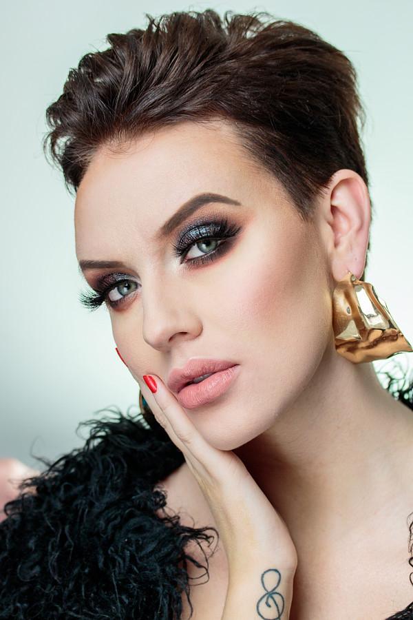 Monica Dulska makeup artist & photographer (sminka & ljósmyndari). Work by makeup artist Monica Dulska demonstrating Beauty Makeup in a photoshoot of Sólborg Guðbrandsdóttir.Model :Sólborg GuðbrandsdóttirPhoto & Makeup : Monica DulskaBeauty Makeup