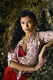Monique Muniz Model