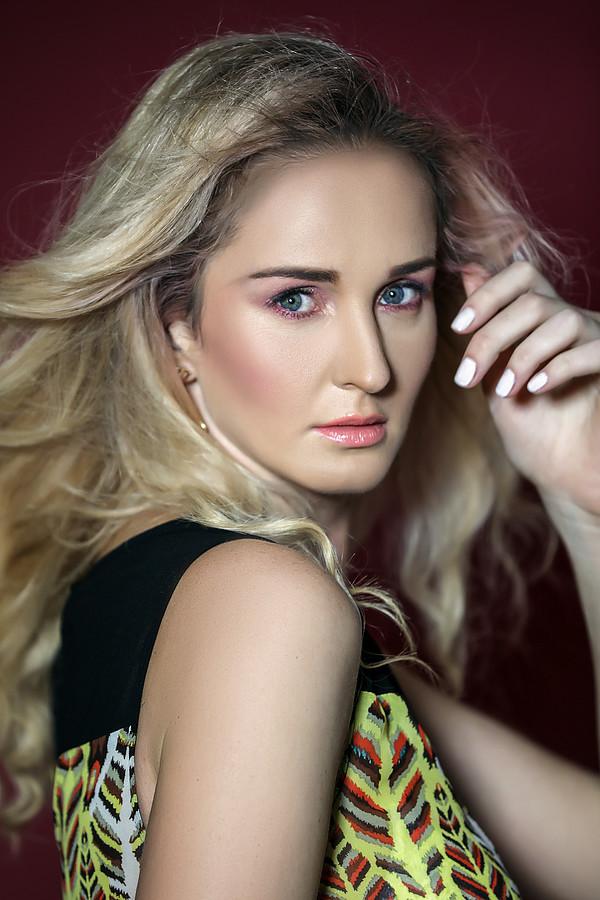 Nadiia Nechypurenko model. Photoshoot of model Nadiia Nechypurenko demonstrating Face Modeling.Face Modeling Photo #187268