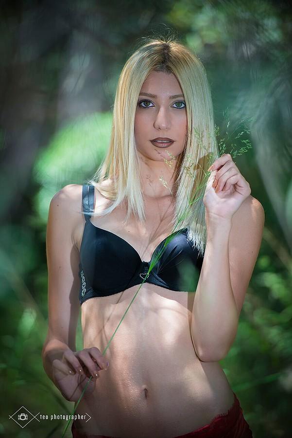 Nancy Ioannou model (Νάνσυ Ιωάννου μοντέλο). Photoshoot of model Nancy Ioannou demonstrating Face Modeling.Face Modeling Photo #184320
