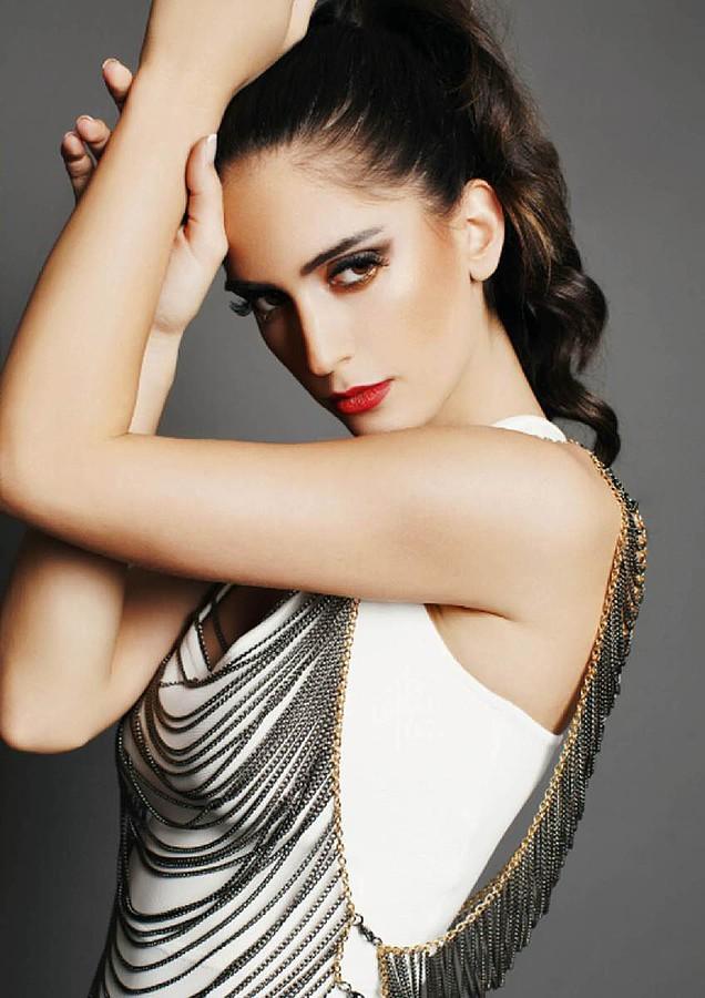Natalia Barulich model. Photoshoot of model Natalia Barulich demonstrating Face Modeling.Face Modeling Photo #120341