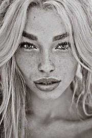 Natalie Phillips model. Photoshoot of model Natalie Phillips demonstrating Face Modeling.Face Modeling Photo #142013