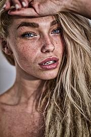 Natalie Phillips model. Photoshoot of model Natalie Phillips demonstrating Face Modeling.Face Modeling Photo #71514