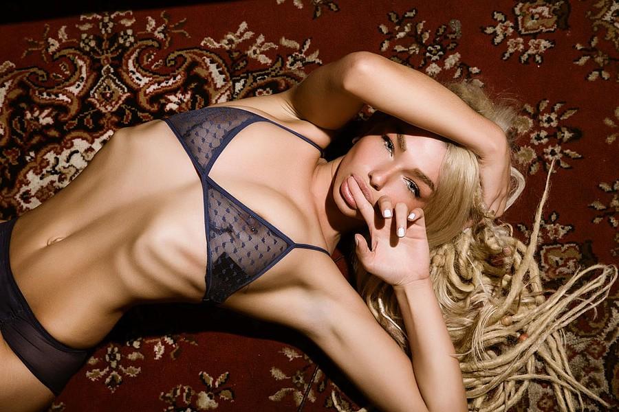 Natalie Phillips model. Photoshoot of model Natalie Phillips demonstrating Body Modeling.Body Modeling Photo #71516
