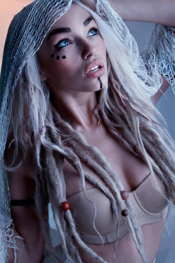 Natalie Phillips model. Photoshoot of model Natalie Phillips demonstrating Face Modeling.Face Modeling Photo #71520