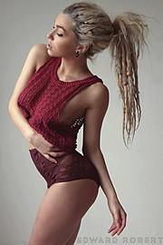 Natalie Phillips model. Photoshoot of model Natalie Phillips demonstrating Face Modeling.Face Modeling Photo #71506