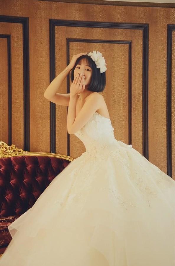 Natalie Tien model. Photoshoot of model Natalie Tien demonstrating Fashion Modeling.Wedding GownFashion Modeling Photo #172229