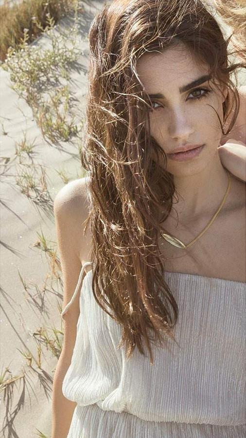 Natasa Nicolaou (Νατάσα Νικόλαου) model. Modeling work by model Natasa Nicolaou. Photo #207639