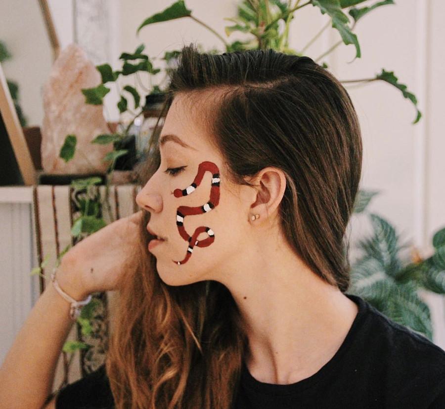 Natasha Rose model. Photoshoot of model Natasha Rose demonstrating Face Modeling.Face Modeling Photo #198711
