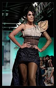 Natasha Suri model. Photoshoot of model Natasha Suri demonstrating Runway Modeling.Runway Modeling Photo #122520