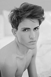 Nattan Pires model. Photoshoot of model Nattan Pires demonstrating Face Modeling.Face Modeling Photo #96741