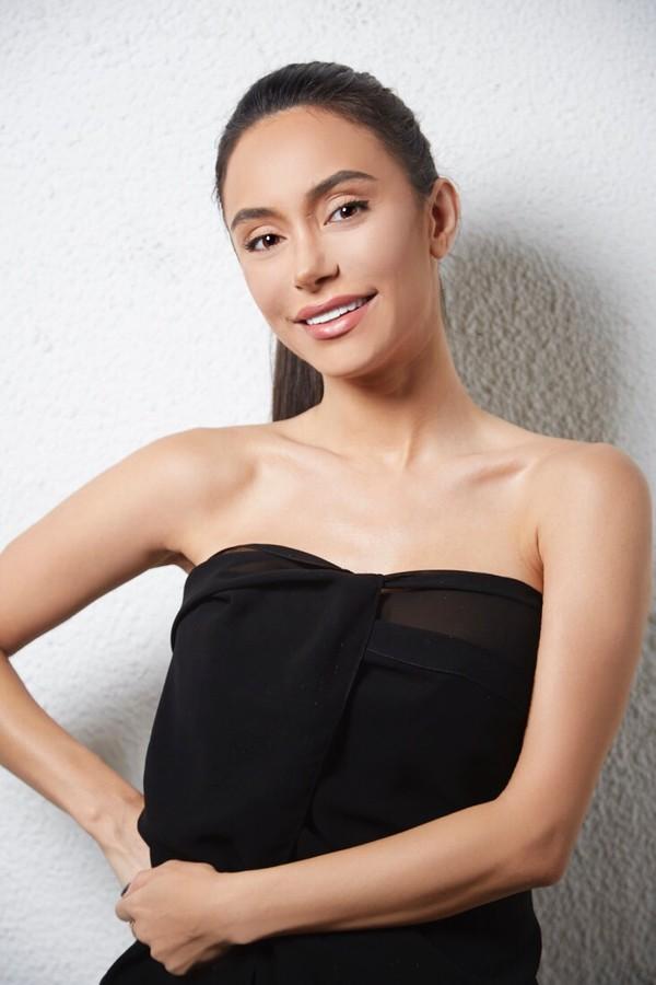 Negin Sadeghisisan model. Photoshoot of model Negin Sadeghisisan demonstrating Face Modeling.Face Modeling Photo #172650