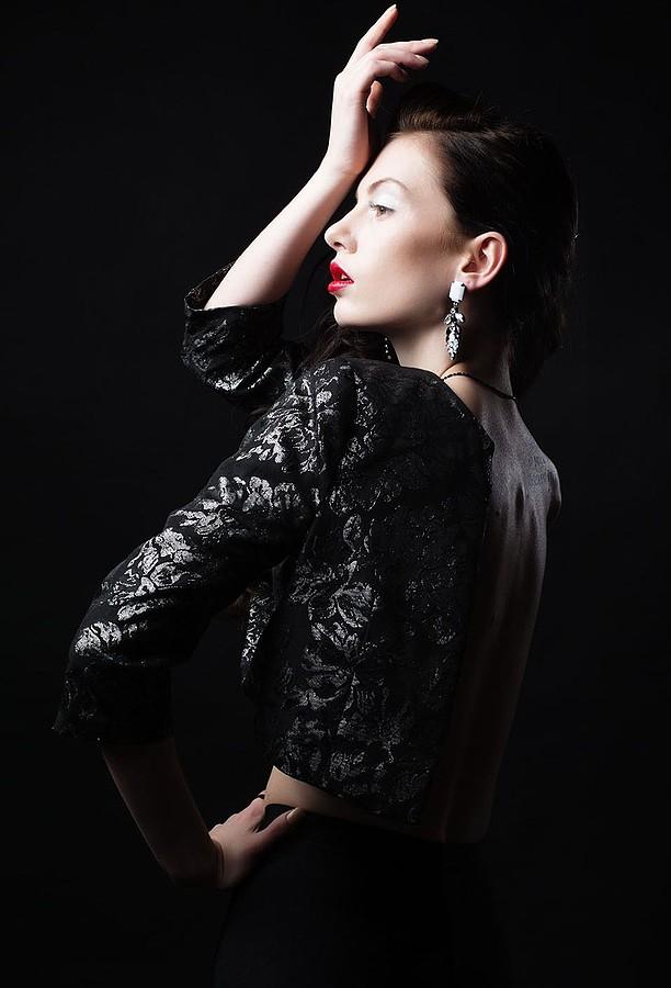Nicole Ametrine model. Photoshoot of model Nicole Ametrine demonstrating Face Modeling.EarringsFace Modeling Photo #109536