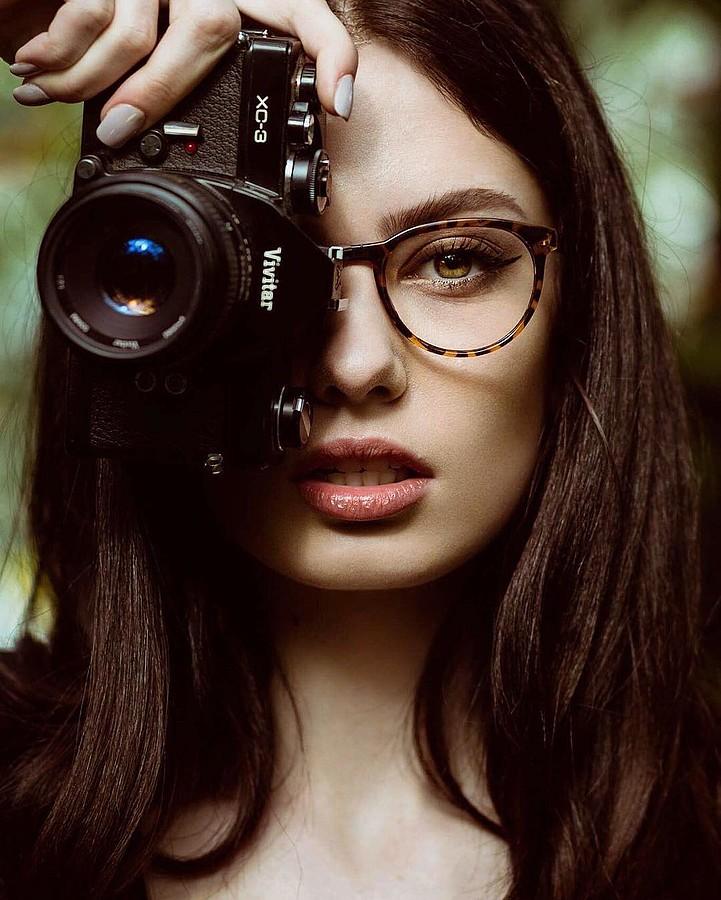 Nicole Ametrine model. Photoshoot of model Nicole Ametrine demonstrating Face Modeling.Face Modeling Photo #178011