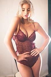 Nicole Andrea model (modella). Photoshoot of model Nicole Andrea demonstrating Face Modeling.Face Modeling Photo #109133