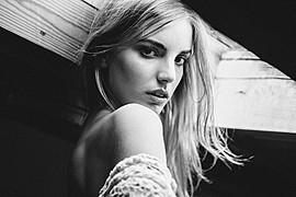 Nicole Andrea model (modella). Photoshoot of model Nicole Andrea demonstrating Face Modeling.Face Modeling Photo #129190
