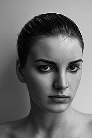 Nicole Andrea model (modella). Photoshoot of model Nicole Andrea demonstrating Face Modeling.Face Modeling Photo #129192