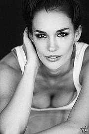 Nicole Domecus model. Photoshoot of model Nicole Domecus demonstrating Face Modeling.Face Modeling Photo #126381