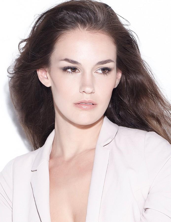Nicole Domecus model. Photoshoot of model Nicole Domecus demonstrating Face Modeling.Face Modeling Photo #126383