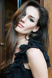 Nicole Domecus model. Photoshoot of model Nicole Domecus demonstrating Face Modeling.Face Modeling Photo #126384
